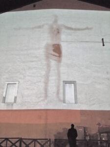 arte sacra contemarte sacra contemporanea Xfiction installazione Piazza della Loggia Brescia Raul Gabriel ©